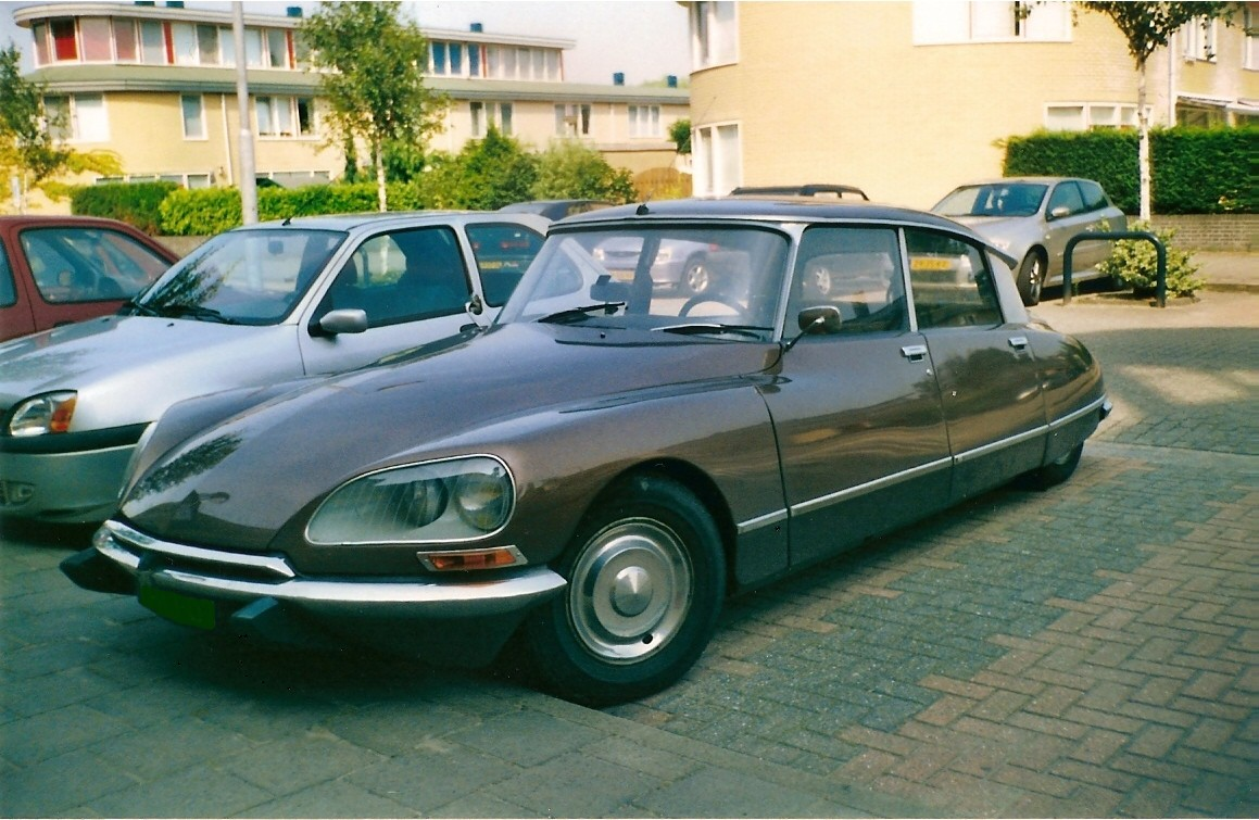 gg65360,1288737295,Citroen DS 21 0010