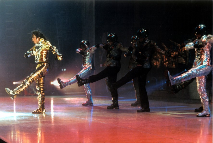 np65701,1284200619,History-Tour-on-stage-michael-jackson-7594196-886-593