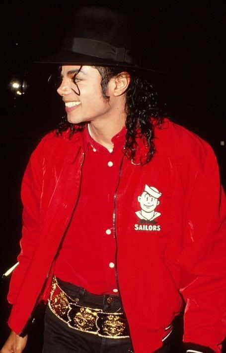 np65701,1287408691,MIKE-michael-jackson-16267603-455-709