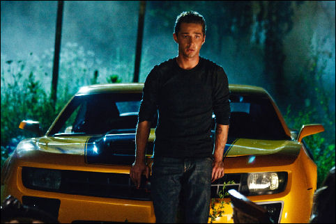 np66944,1287860737,transformers-2-shia-labeouf-and-bumblebee