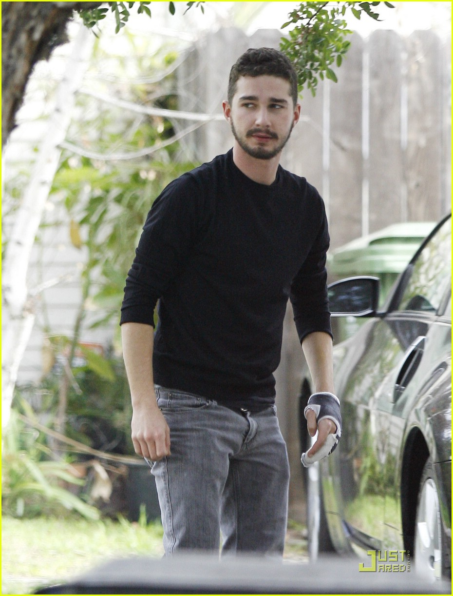 np66944,1288541590,shia-labeouf-mad-dash-05