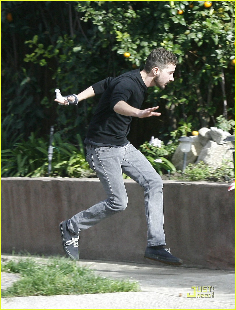 np66944,1288541590,shia-labeouf-mad-dash-06
