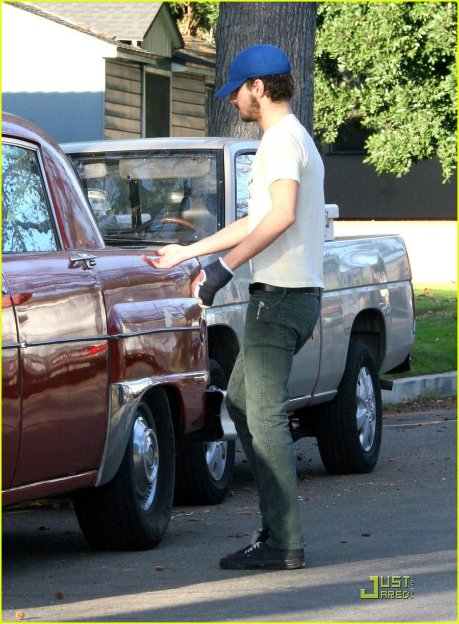 np66944,1288550827,shia-labeouf-vintage-car-02