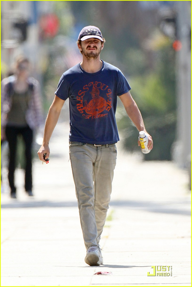 np66944,1288552358,shia-labeouf-chooses-convenience-04