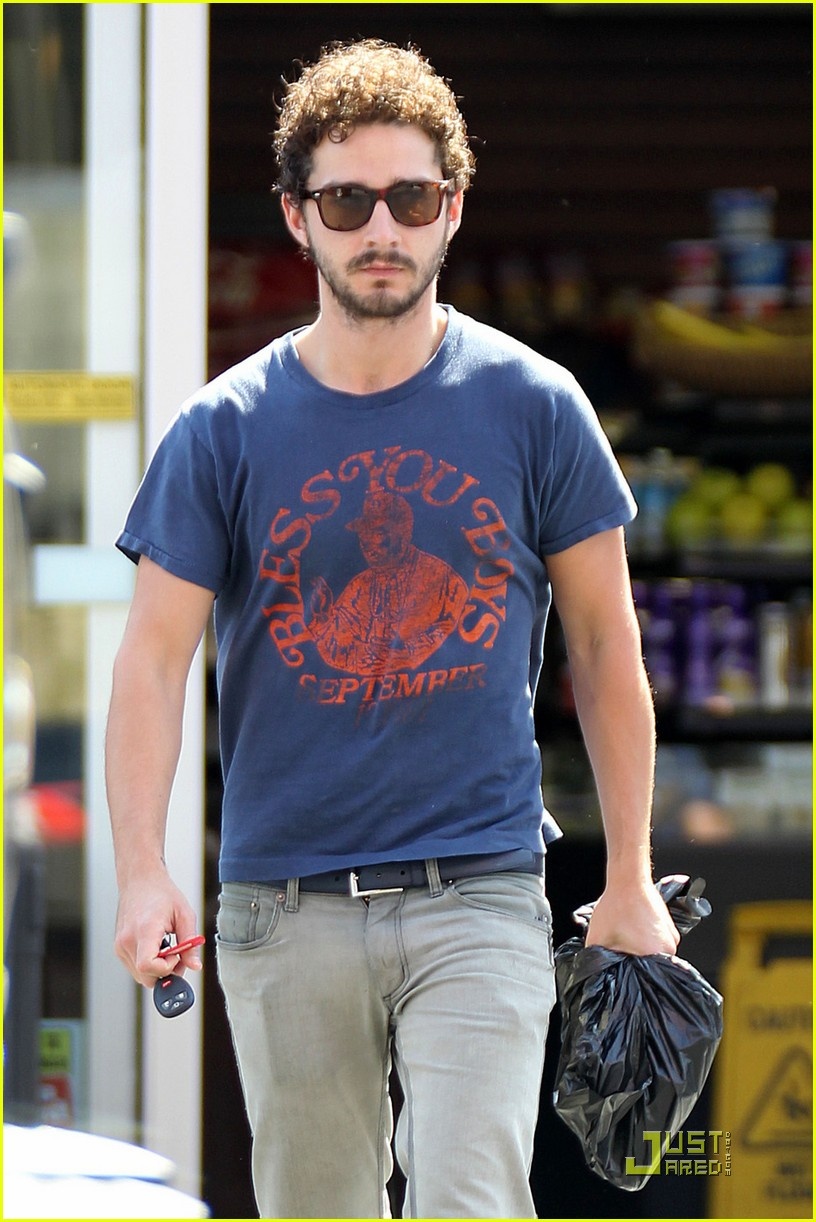 np66944,1288552524,shia-labeouf-chooses-convenience-08
