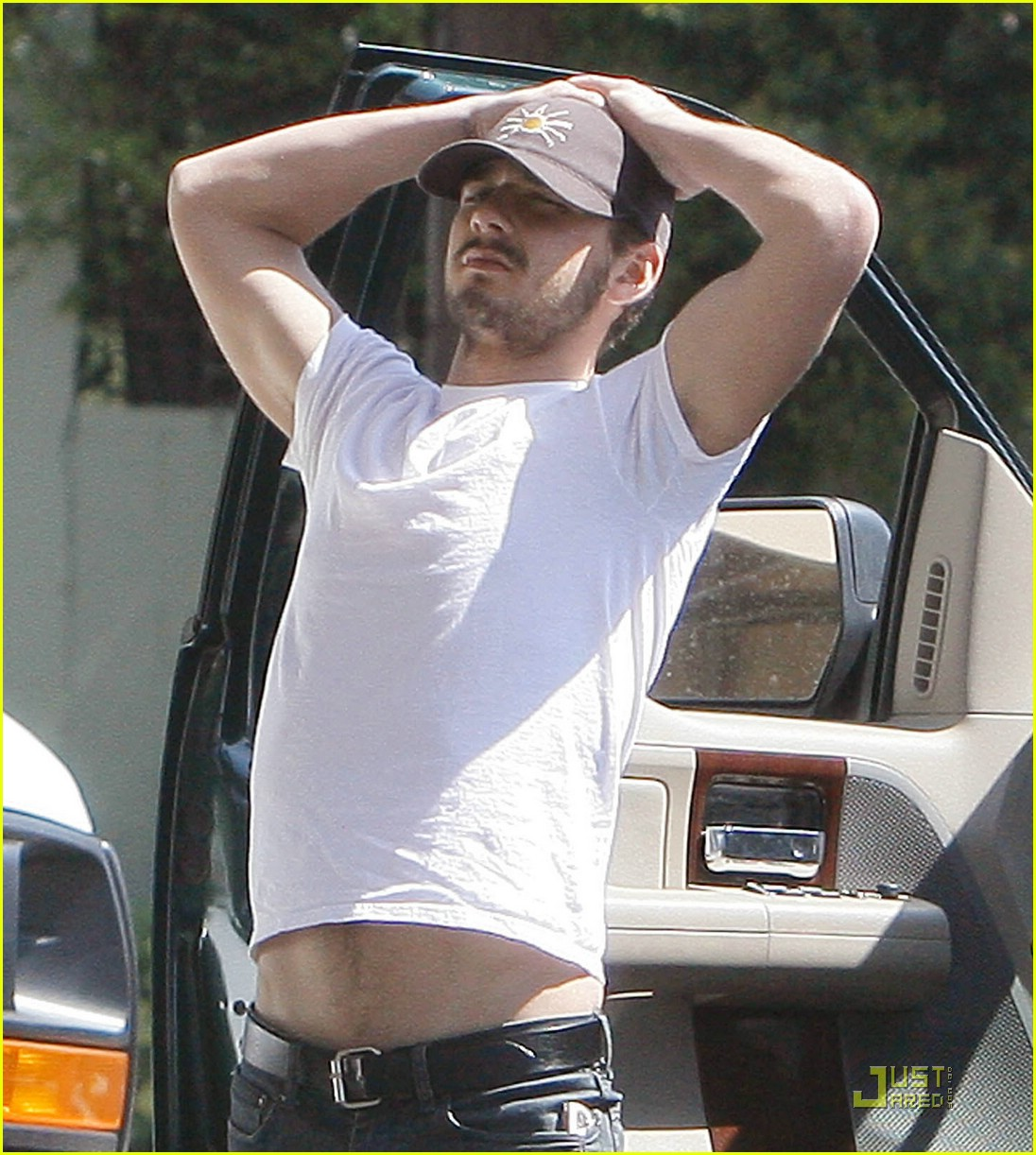 np66944,1288553882,shia-labeouf-stomach-01