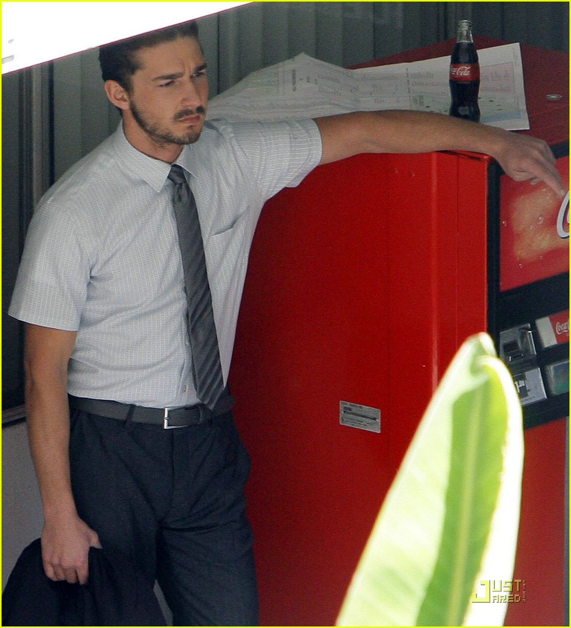 np66944,1288553882,shia-labeouf-stomach-02