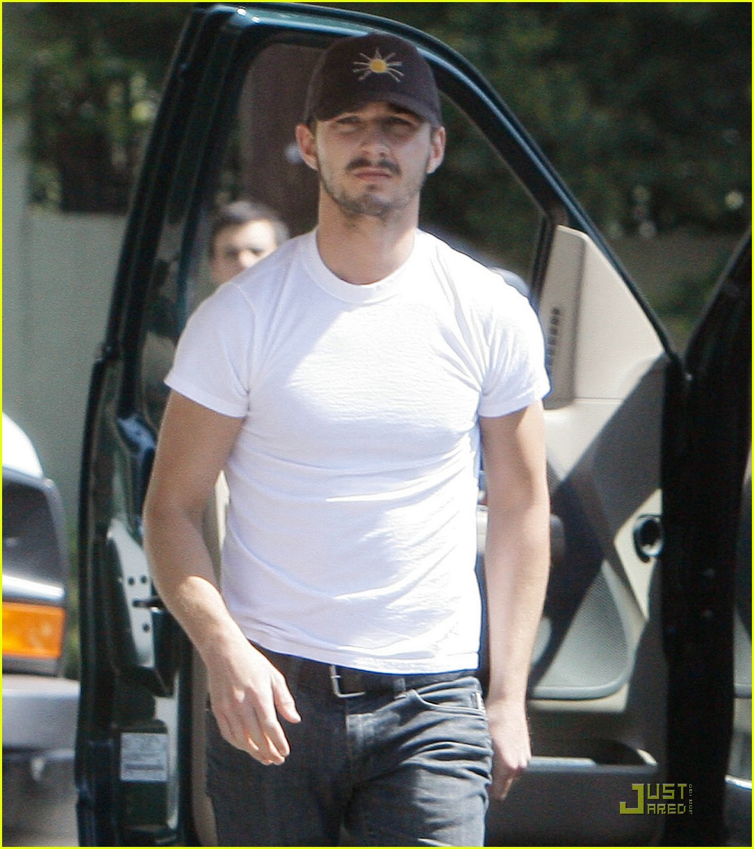 np66944,1288553882,shia-labeouf-stomach-03