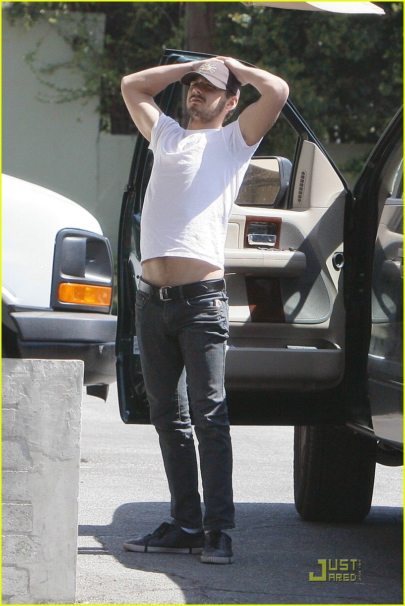 np66944,1288553882,shia-labeouf-stomach-04
