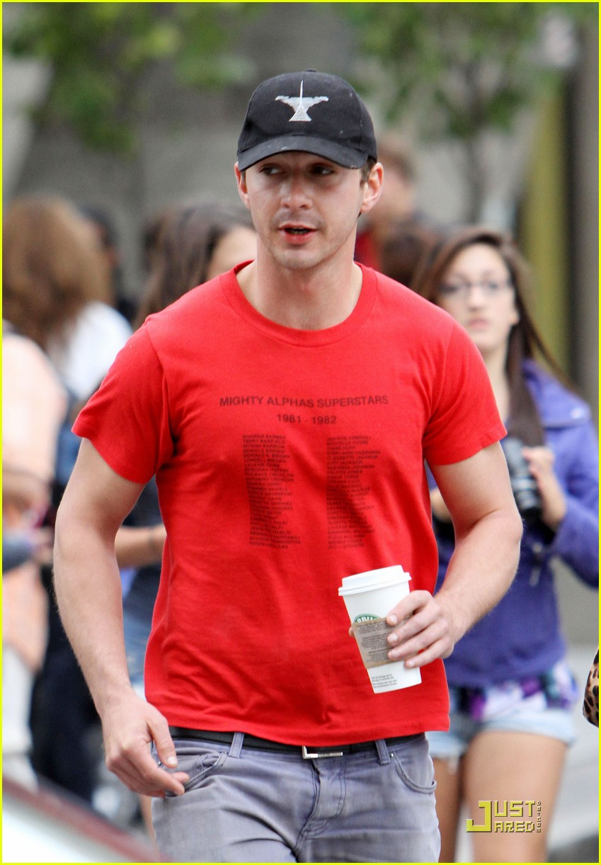 np66944,1288704325,shia-labeouf-stays-cool-in-canada-06