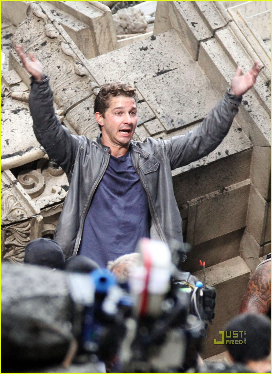np66944,1288704595,shia-labeouf-transformers-3-funny-face-action-sequences-06