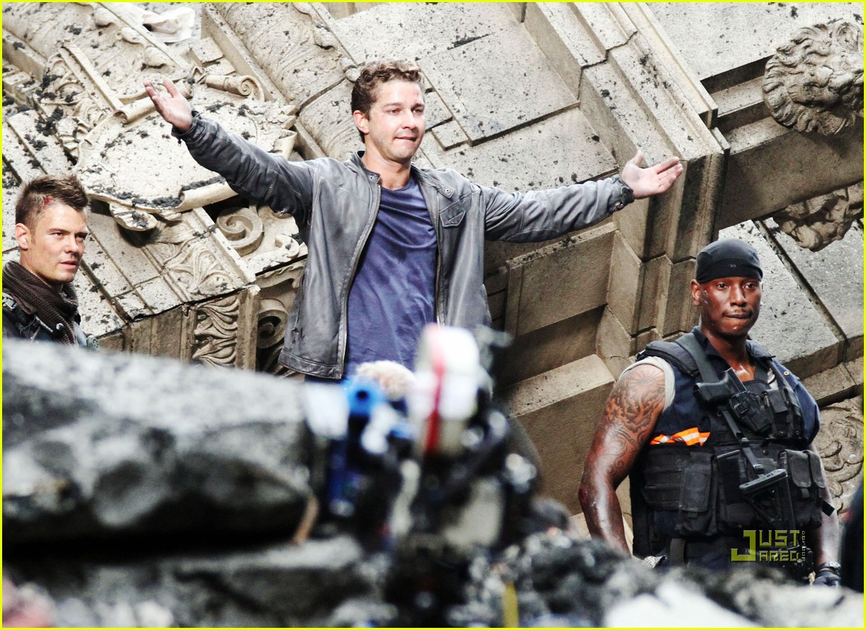 np66944,1288704595,shia-labeouf-transformers-3-funny-face-action-sequences-07