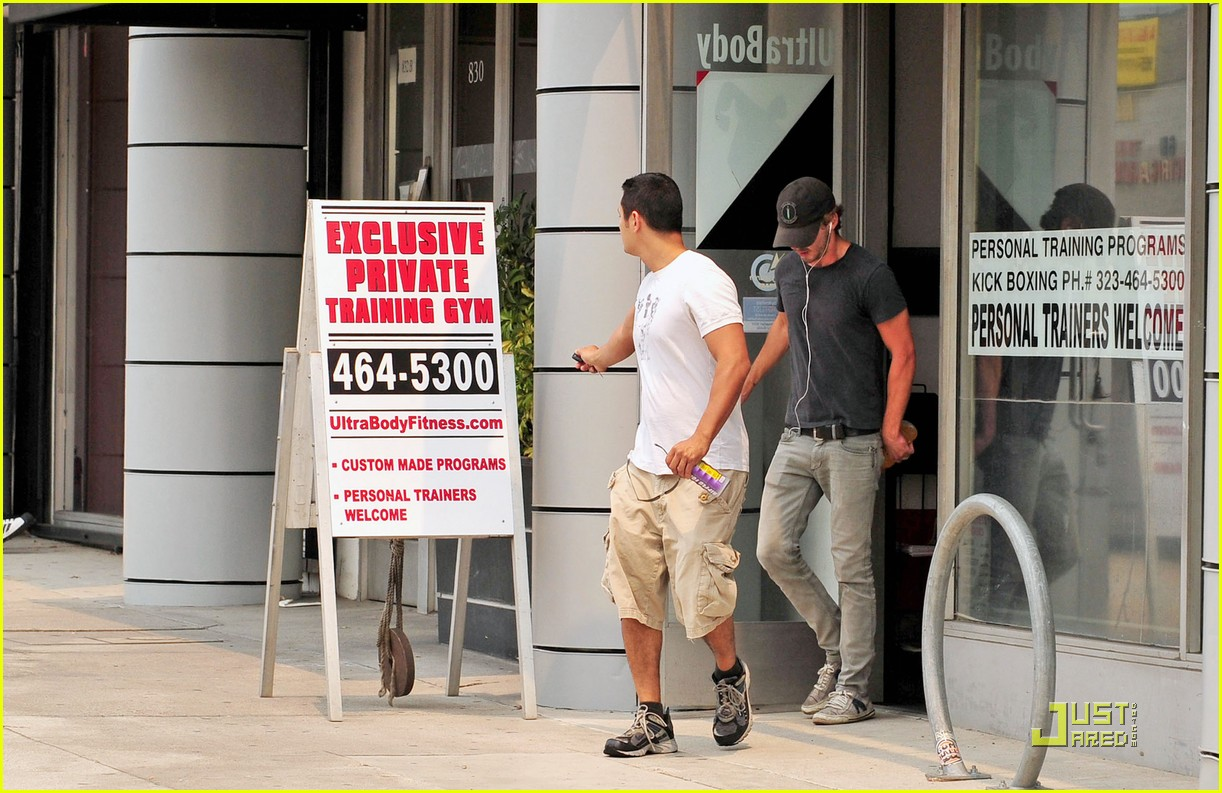 np66944,1288898026,shia-labeouf-shoe-slippage-08