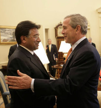 /dateien/pr56317,1252015194,musharraf-bush-06b