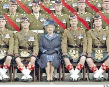 uh43048,1263393190,queen and soldiers