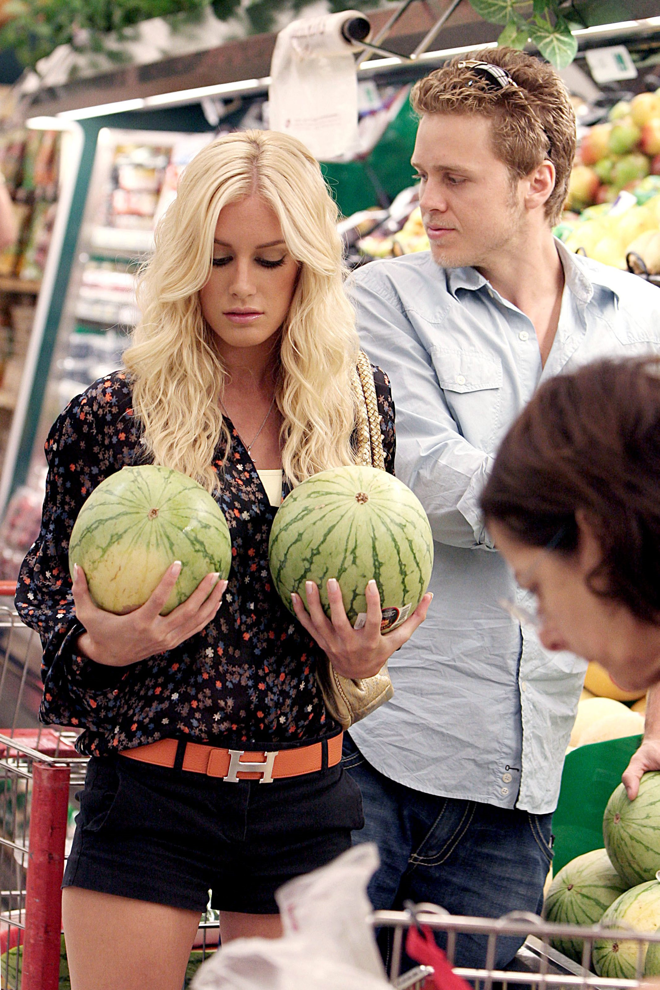 uh43048,1268689367,58055-heidi-montag-candid-shopping-for-groceries-0