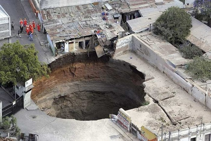 uh43048,1275390803,most-amazing-hole-in-the-world-guatemala-sink-hole