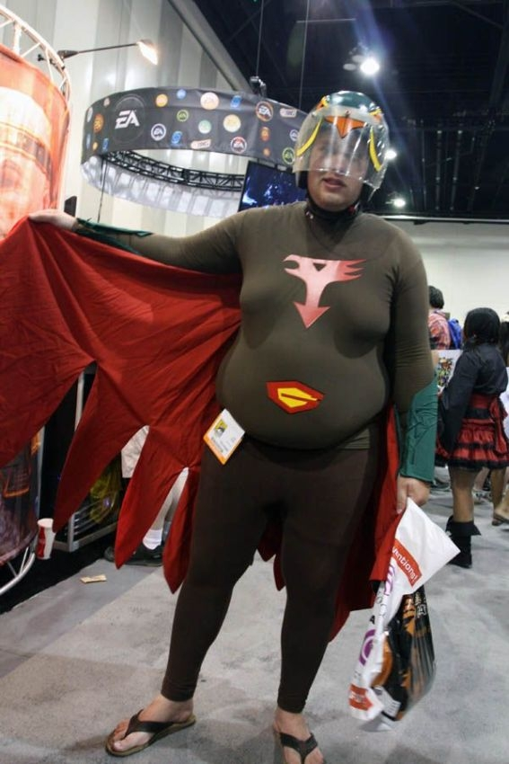 uh43048,1287436244,cosplay costume fails 39