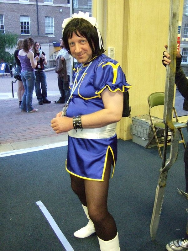 uh43048,1287436380,cosplay costume fails 44