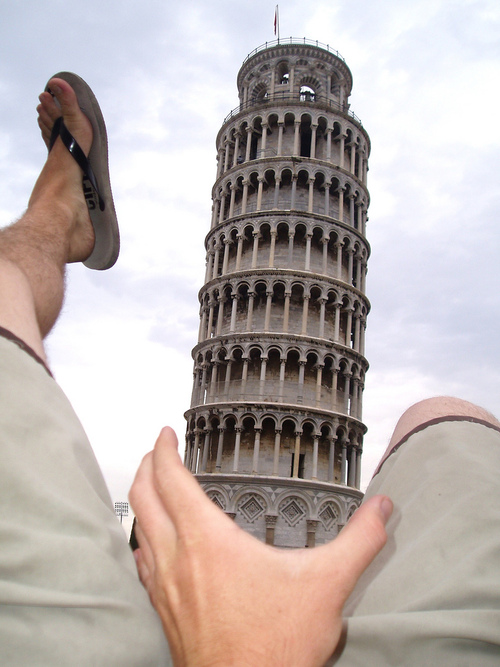 uh43048,1289245137,leaning-tower-of-pisa-funny-photo