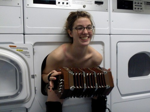uh43048,1289246350,funny-girl-in-the-dryer