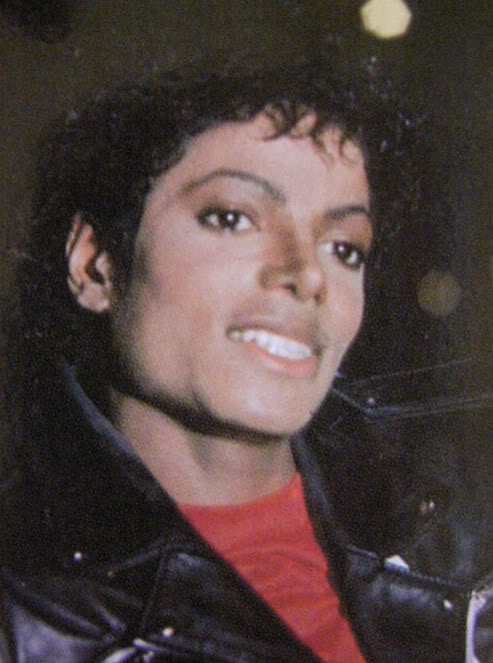 uh60207,1271001583,MJ-michael-jackson-8035610-513-683