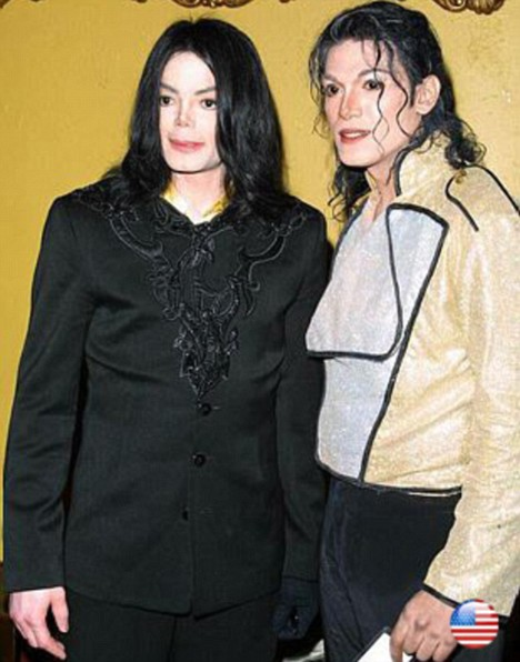 uh60207,1272888378,michael-jackson-with-impersonator-navi