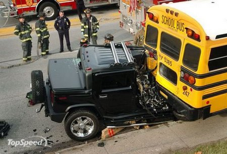 vo62130,1271695695,hummer-crash-small