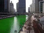 180px-Chicago River dyed green2C buildin