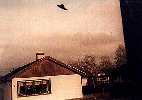 UFO Photographs 1870-2008-82.jpg March 2