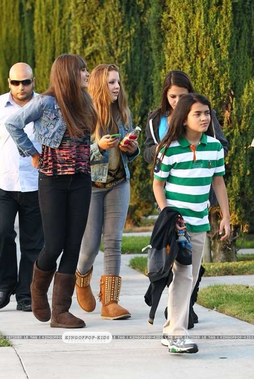 Blanket-Jackson-with-his-sister-Paris-an