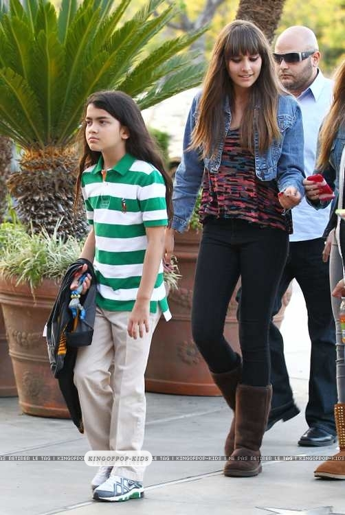 Blanket-Jackson-and-Paris-Jackson-prince