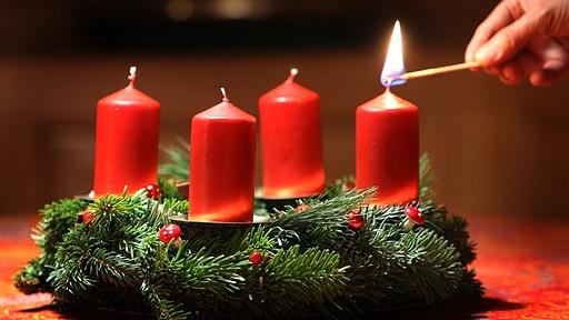DOŠAŠĆE ili ADVENT (katolički božićni  post) - Page 3 T3d93ec_a6779d_erster-advent-kerze-100_v-image51