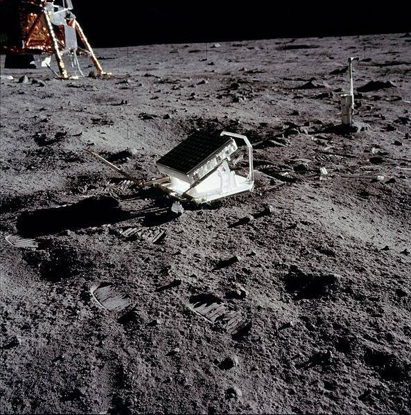 t4xSg33 593px-Apollo 11 Lunar Laser Ranging Expe