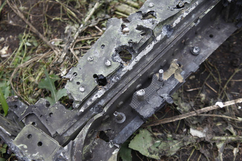 800px-MH17 windshield frame Paris Match