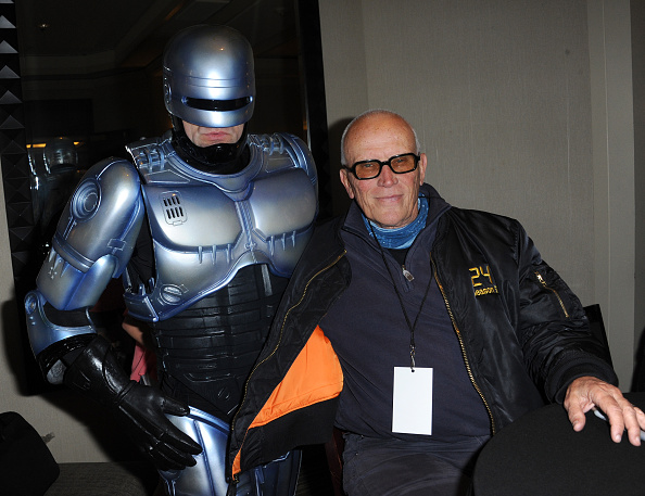 actor-peter-weller-poses-with-a-cosplaye
