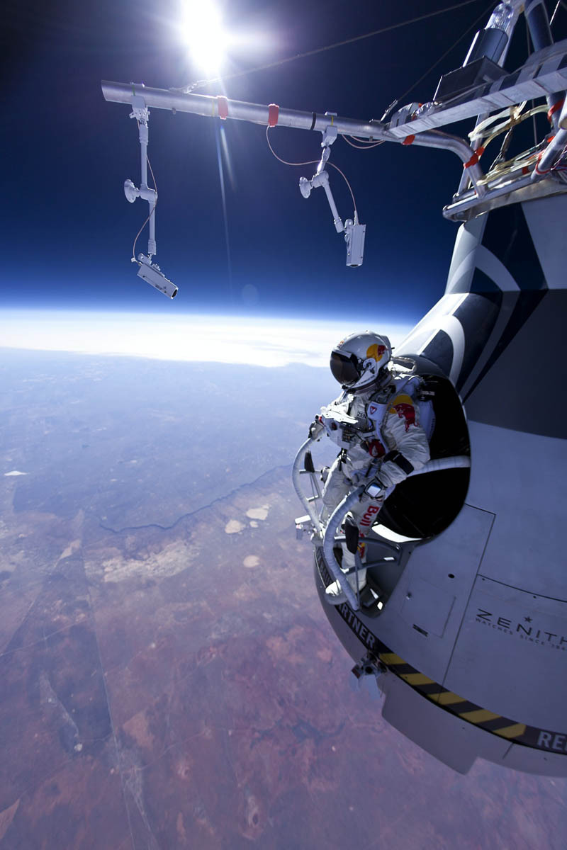 felix-baumgartner-jumps-71580-ft-red-bul