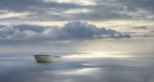 Meer-Himmel-Wolken-Boot-Surreal-Fantasy-