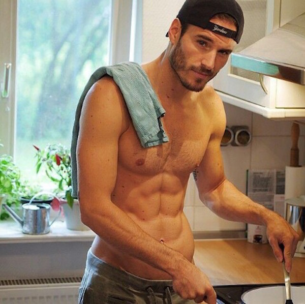Hot-Guys-Cooking-EMGN1