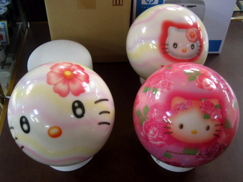 t9dxeSm hello-kitty-bowling-balls
