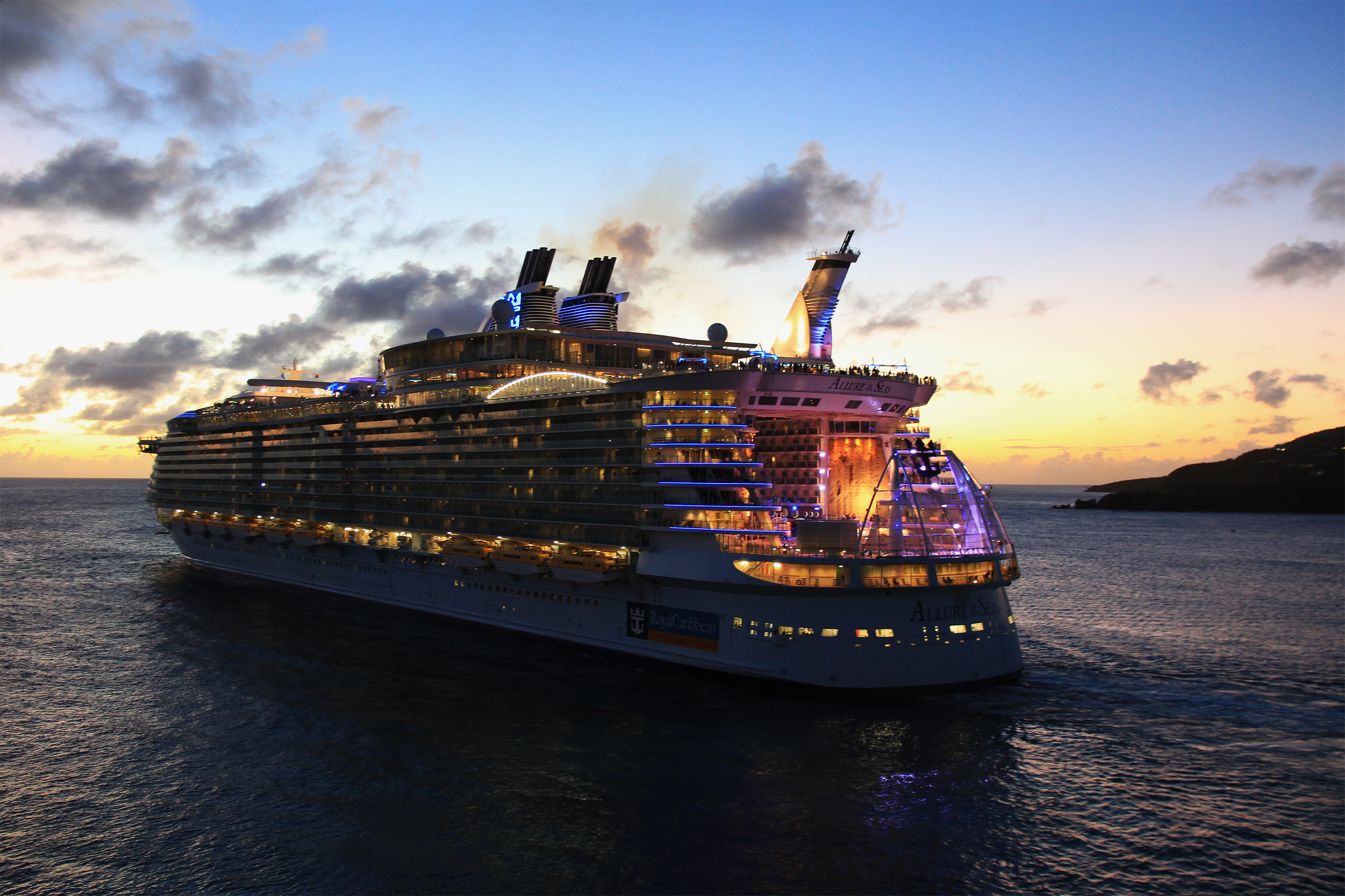 tEw0Ws7 Allure of the seas night
