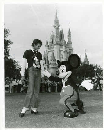 tTJhZ6I Michael-and-Mickey-Mouse-michael-jackson