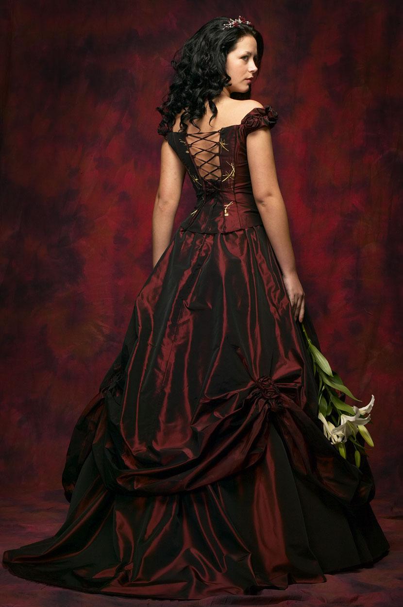 Brautkleid Schwarz | hochzeitskleidz