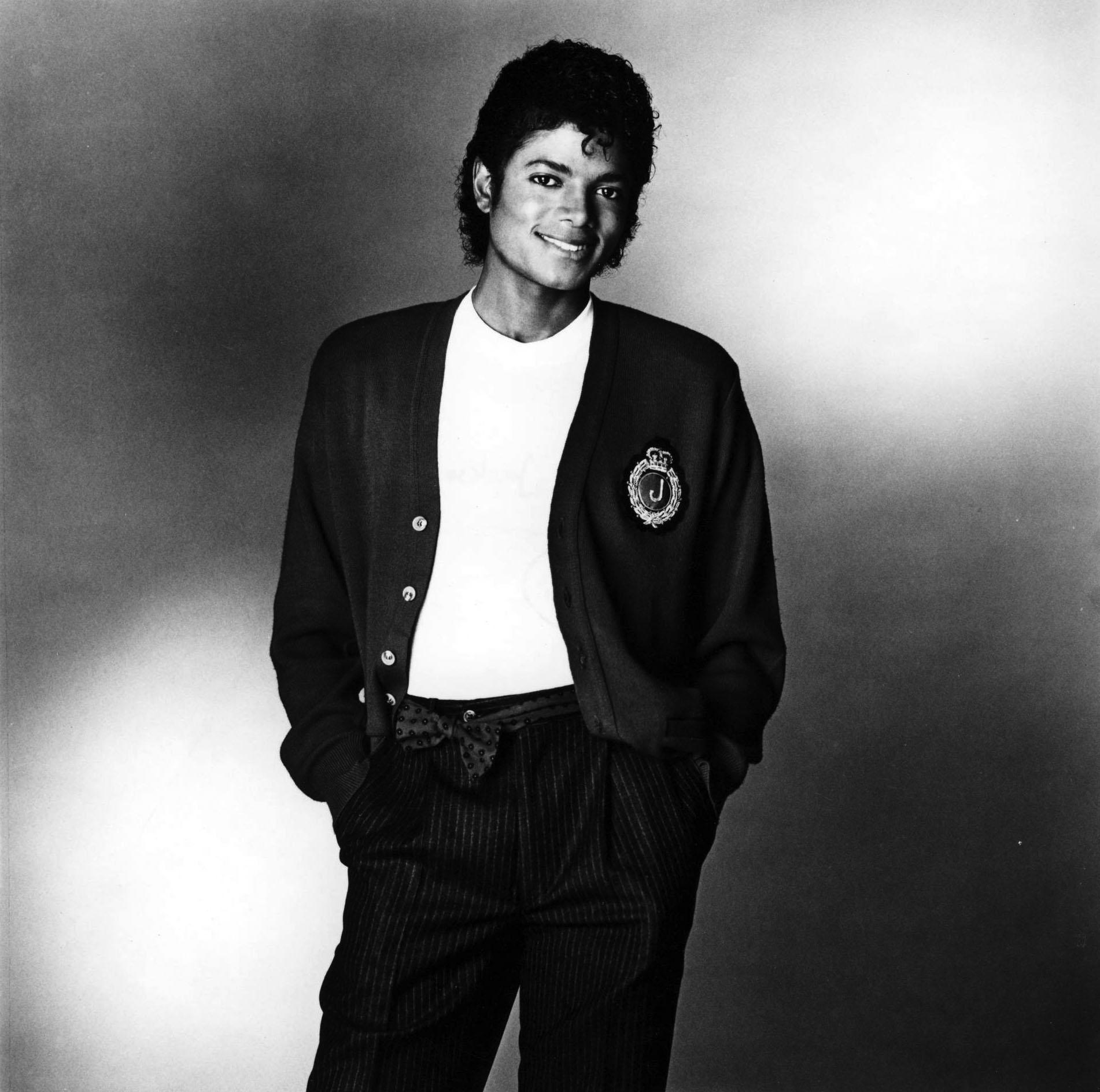 MJ datovania šírvánšáhov vysoké dievča datovania krátky muž