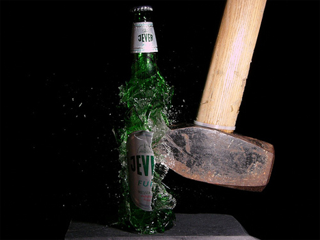 tUoTVJM high-speed-photography-beer-bottle