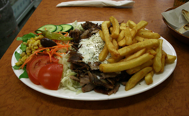 800px-Plate with Gyros Vegetables