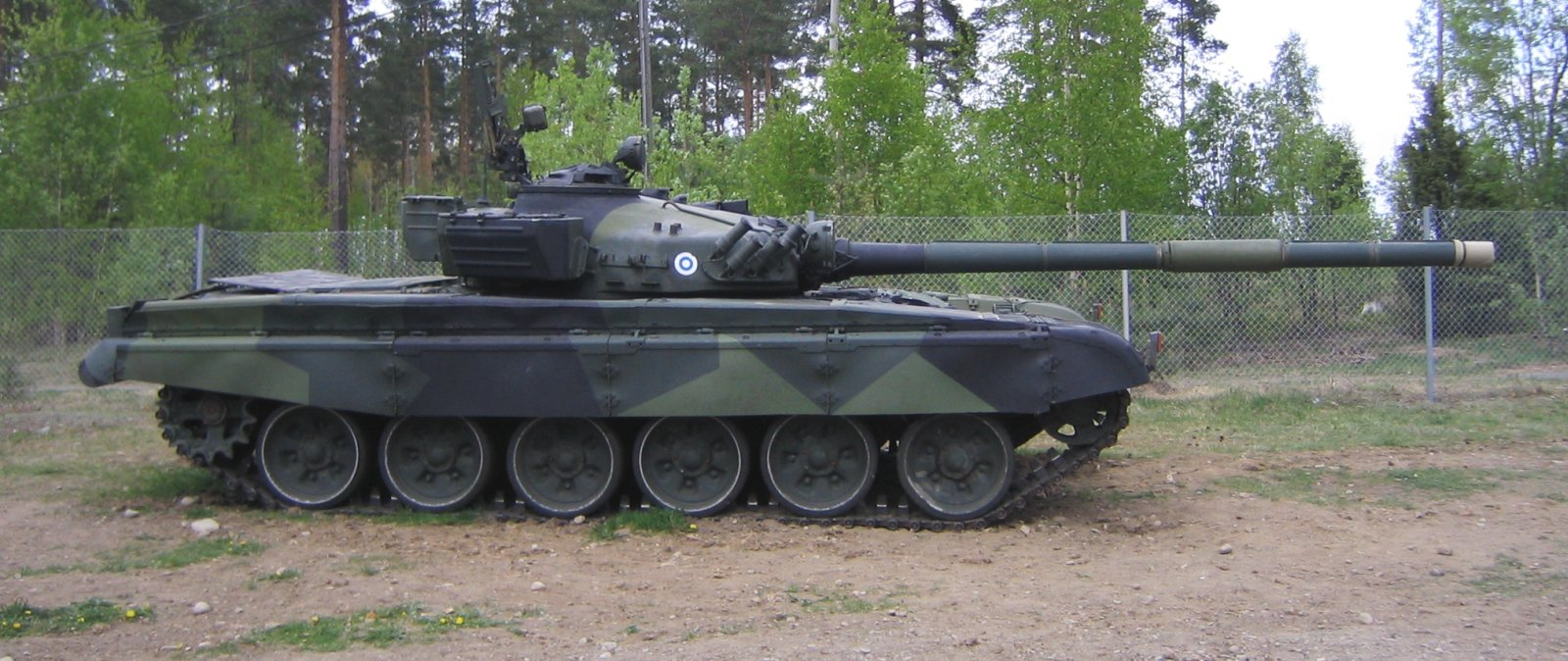 Finnish Army T 72 Ps264 202 side