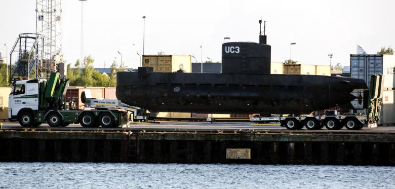 Submarine-Towed-To-Copenhagen-Harbor-3