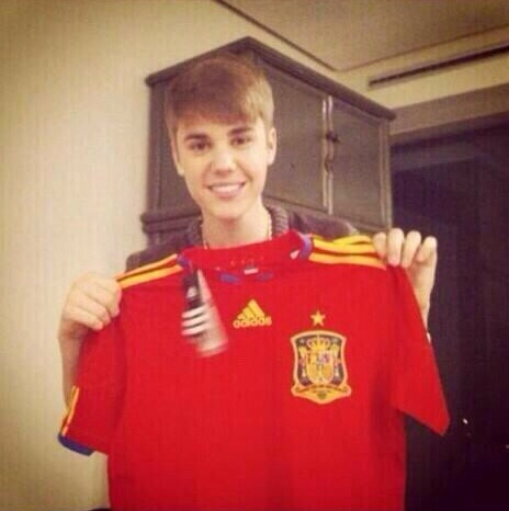 justin-bieber-world-cup-spain-geeks-and-