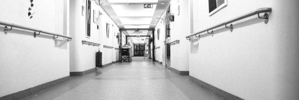 Krankenhauszimmer Nachts